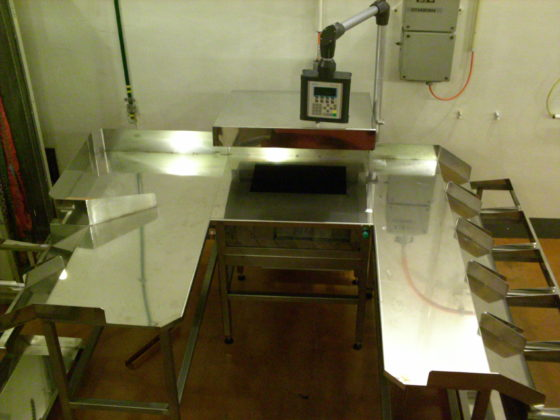 A manual sorting table for nuclear material or waste release